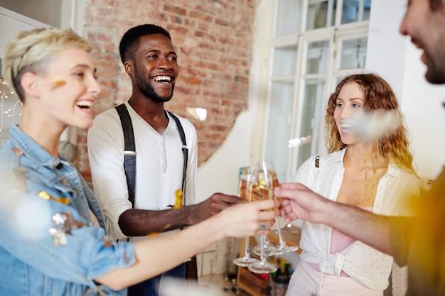 Anniversario con gli amici