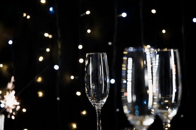 Anno nuovo sfondo con bicchieri di champagne