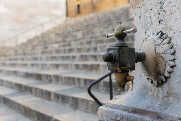 Antica fontana medievale
