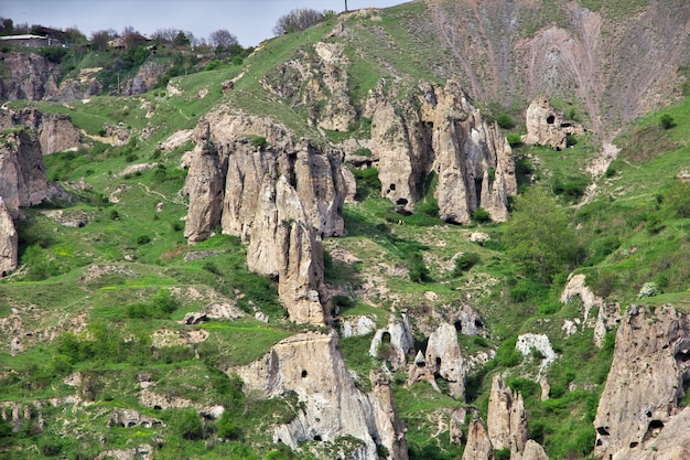 Antiche rovine nelle montagne del caucaso, armenia