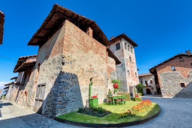 Antico borgo medievale sulle colline italiane