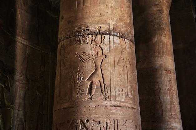 Antico tempio abydos nel deserto del sahara, in egitto
