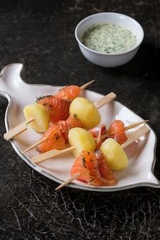 Antipasto con salmone affumicato e patate