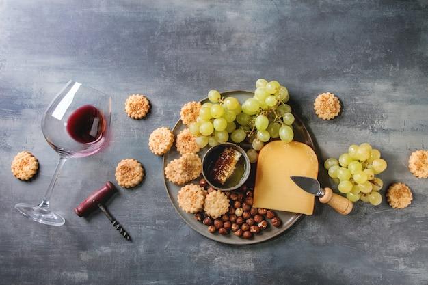 Antipasto di formaggi e uva