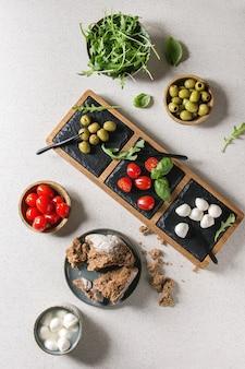 Antipasto di olive pomodori mozzarella