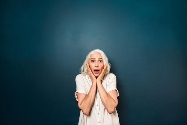 Anziana matura di grido scossa