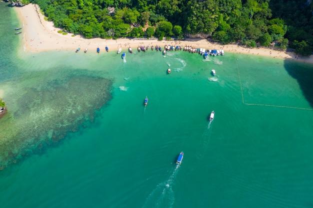 Ao nang e rai giacciono con vista aerea del paesaggio della spiaggia di pranang