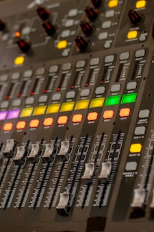 Apparecchiature a pulsanti per il controllo del mixer audio, apparecchiature per il controllo del mixer audio, dispositivo elettornico
