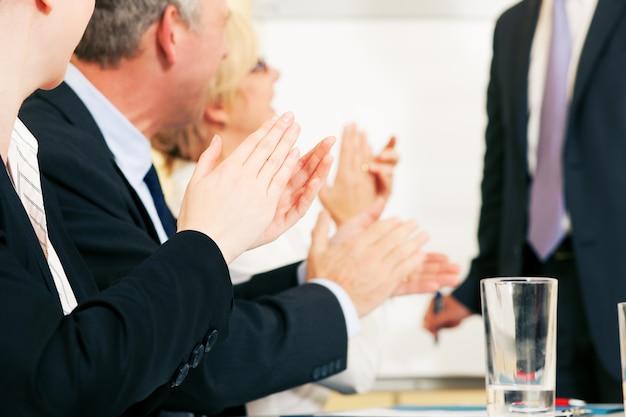 Applausi di presentazione aziendale