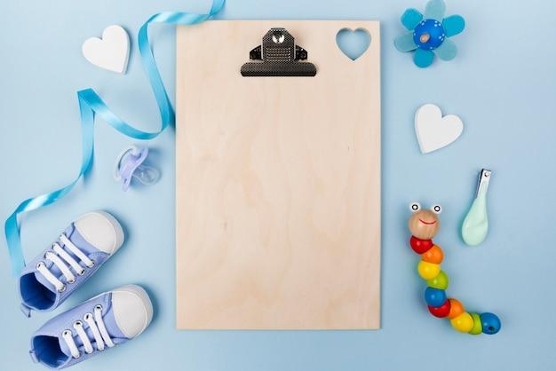 Appunti vuoti e scarpe per bambini