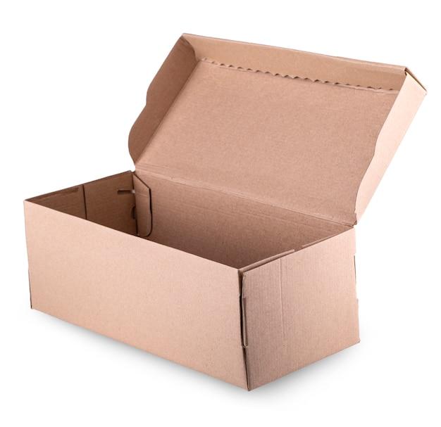 Apra la scatola di cartone vuota isolata su bianco
