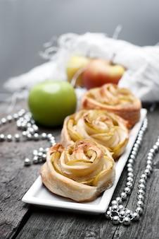 Apri mini torte con mele e cannella