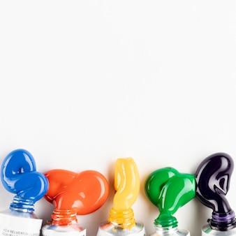 Aprire i tubi di vernice con spazio di copia