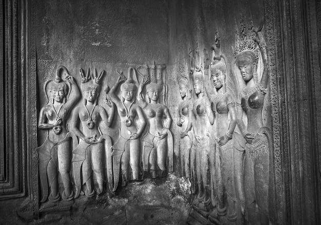 Apsaras - sculture in pietra di angkor wat, siem reap, cambogia.