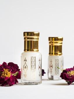 Arabian oud attar profumo in mini bottiglie.