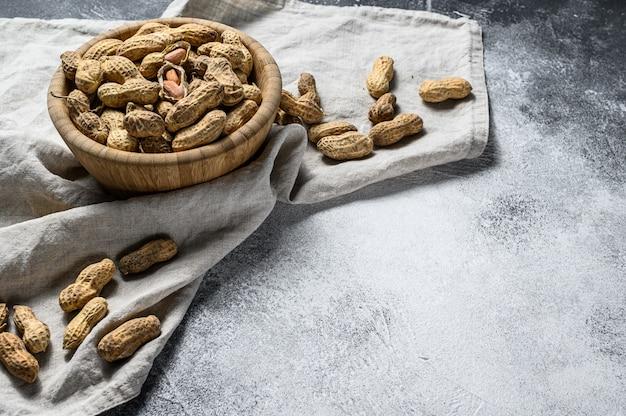 Arachidi in guscio. sfondo di cibo vegetariano
