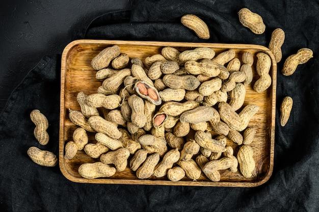 Arachidi sgusciate grezze nello spazio della copia della conchiglia, arachide organica, la vista dall'alto