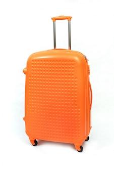 Arancia di grande valigia moderna su un bianco