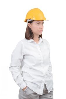 Architetto o ingegnere donna guarda ritratto intelligente. donna che indossa il casco protettivo