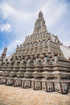 Architettura artistica antica tailandese in wat poh, bangkok