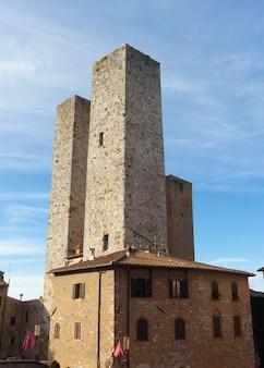 Architettura di san gimignano, piccolo borgo medievale della toscana.