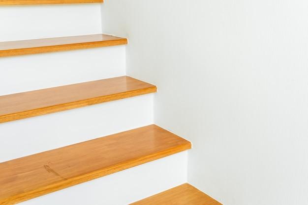 Architettura vuota del gradino della scala