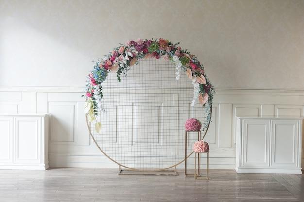 Arco di cerimonia nuziale al coperto