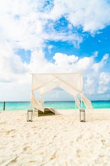 Arco di nozze sulla spiaggia