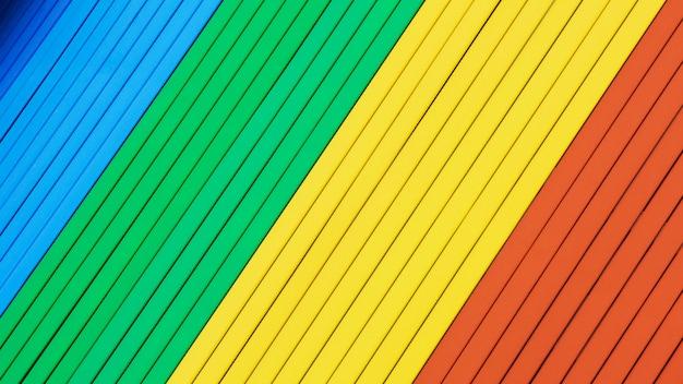 Arcobaleno colorato sfondo in legno