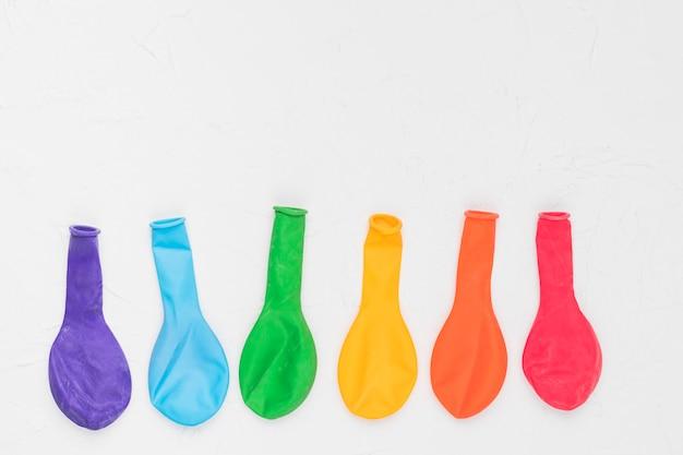 Arcobaleno lgbt di palloncini colorati