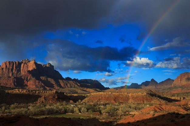 Arcobaleno sopra zion canyon utah