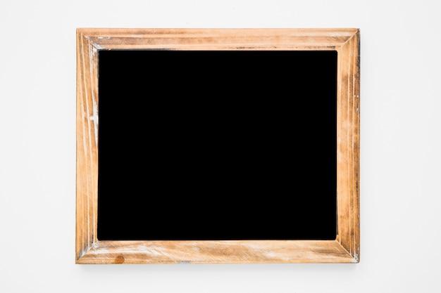 Ardesia di legno su sfondo bianco