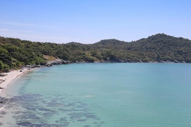 Area della spiaggia di hat tham phang a koh si chang.
