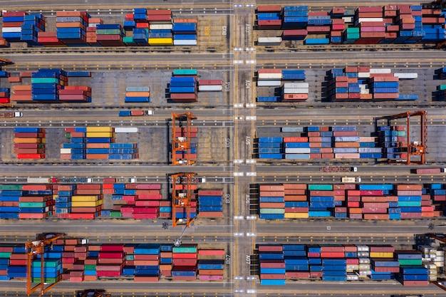 Area di fabbrica di stoccaggio di contenitori vista aerea superiore