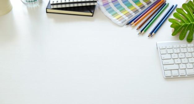 Area di lavoro del designer creativo e copia spazio