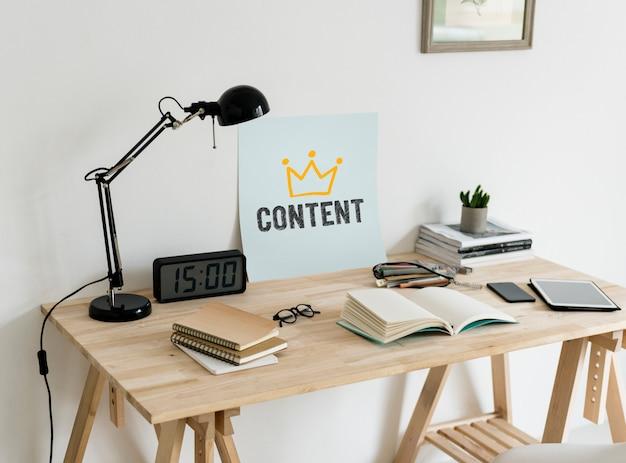 Area di lavoro di stile minimale con un contenuto di testo