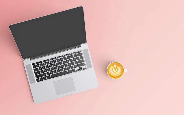 Area di lavoro minima con tazza di caffè e computer portatile su colore rosa