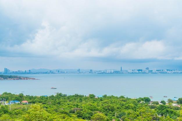 Area vista con mare e città di pattaya.