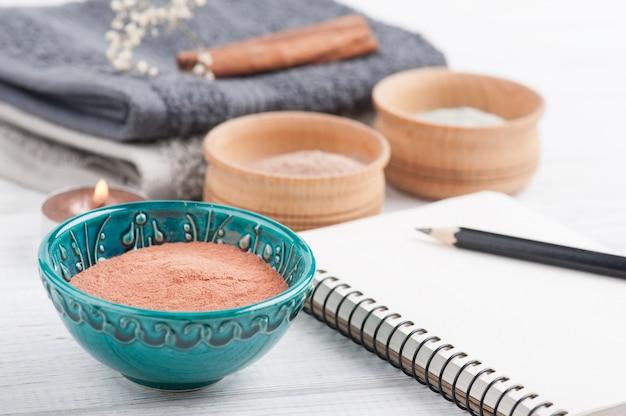 Argilla marocchina cosmetica rossa e blu