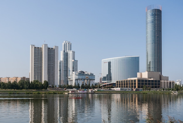 Argine del fiume iset nel centro della città.