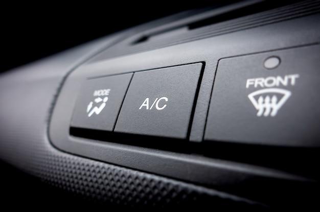 Aria condizionata su spento interruttore di alimentazione di un impianto di climatizzazione per auto