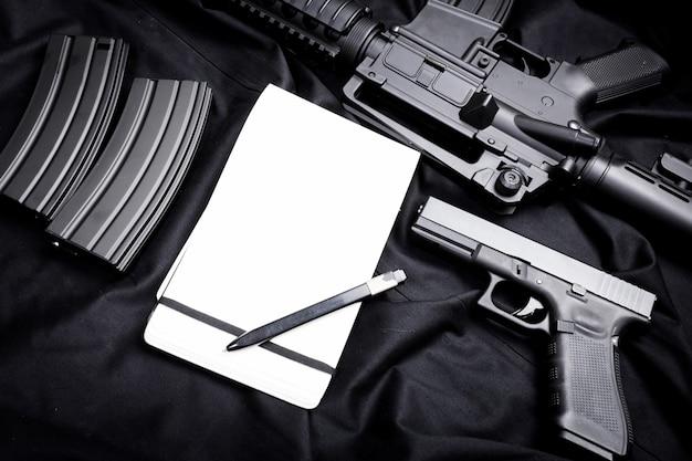 Arma moderna, nera