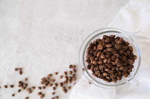 Aroma cornice per testo fatto di chicchi di caffè tazza di vetro