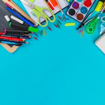 Arrangiamento delle forniture scolastiche