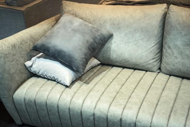 Arredamento moderno divano nel soggiorno.