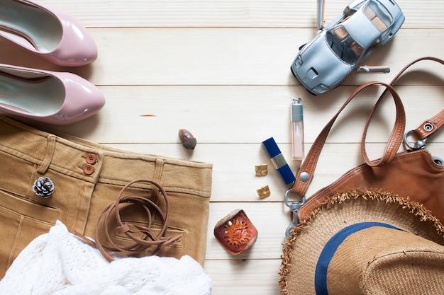 Arriva l'autunno, la moda trendy accessori e abbigliamento da donna, vista dall'alto, flat lay
