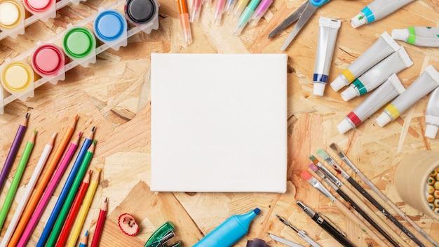 Articoli d'arte di cancelleria e copia spazio su tela
