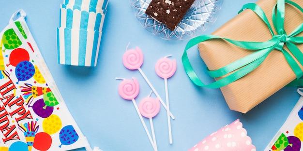 Articoli per feste di buon compleanno distesi