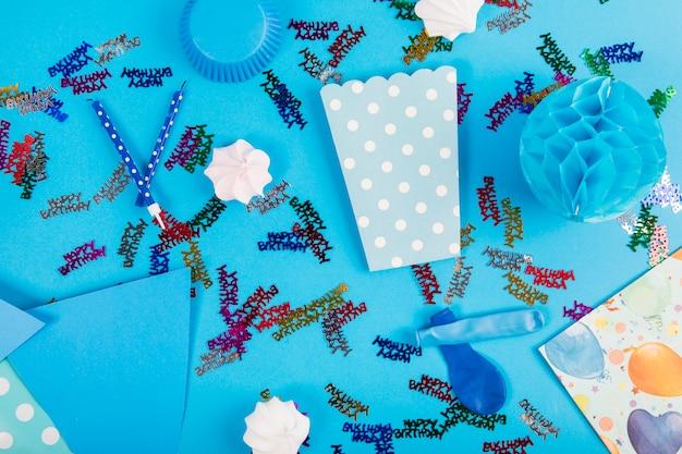 Articoli per feste e zephyr su sfondo blu