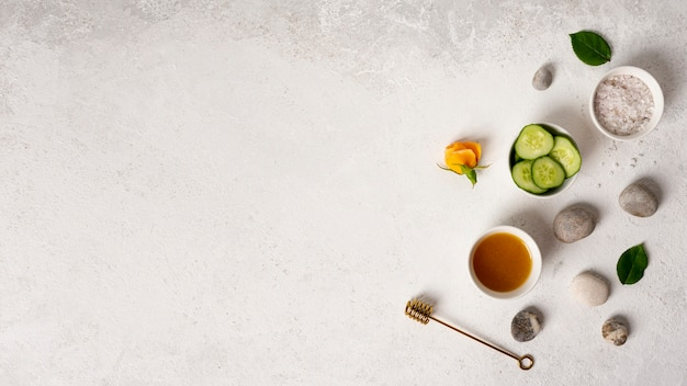 Articoli piatti distesi per il relax della spa